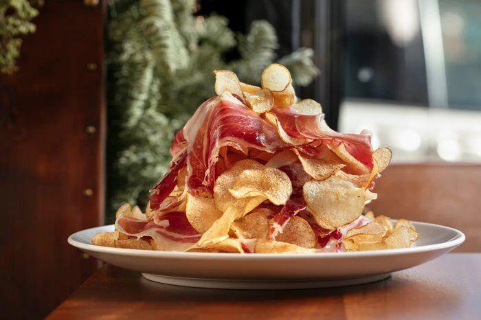 Paleta Iberico con Chips Ernestos NYC